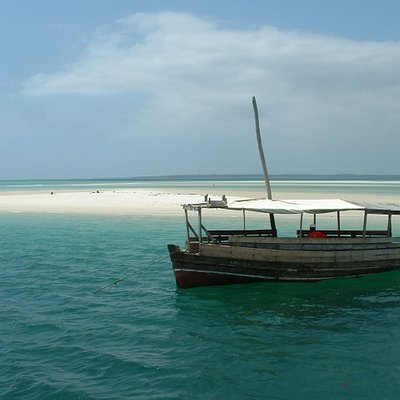 DHOW AT SAND BANK