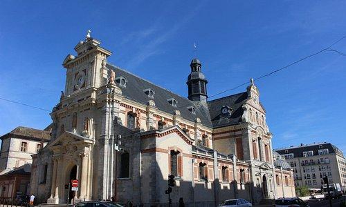Eglise Saint-Louis de Fontainebleau from the street