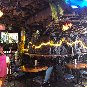 Inside decor looks like inside of a lava tube, I enjoyed it, and cheese sticks were great
