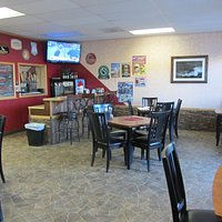 Cobblestone Pizza - Inside dining area