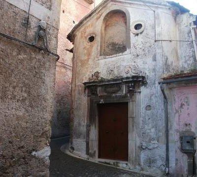 La Cappella fu fondata dall'abate Felice Pandelli e nel 1729, data del primo ed unico restauro,