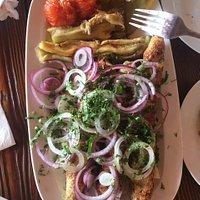 кебаб из курицы и овощи на гриле
