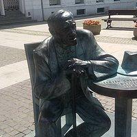 Postać siedzącego filozofa