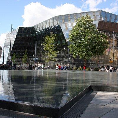Der größte Monolith, die Uni-Biböliothek