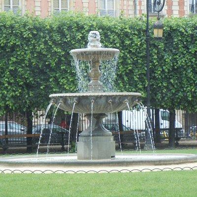 Une des quatre fontaines