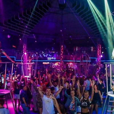 Фото посетителей на дискотеке