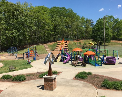 Nice and spacious park for kids. It has a playground, slides, picnic area, water park, one tenni