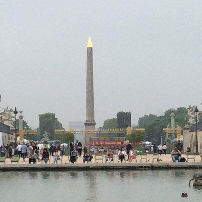 Paris är fint stad i Frankrike
