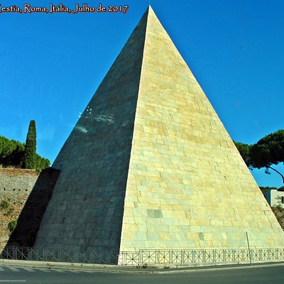 Piramide Cestia, Testaccio, Roma, Italia
