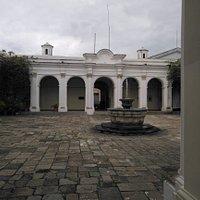 la fuente del patio central