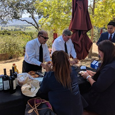 We can plan your wineries and set up and provide a picnic lunch!
