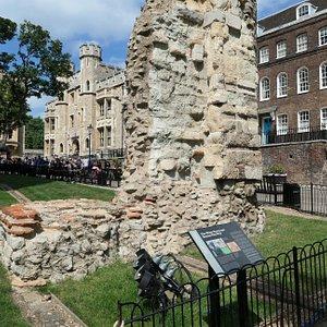 Roman Wall next to the White tower