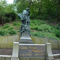 Памятник великому чешскому поэту