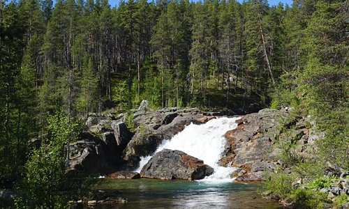 Ravadasköngäs Waterfall