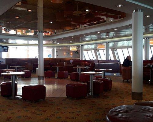 Salón interior del ferry
