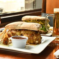 Nustra especialidad, sandwich y cervezas!