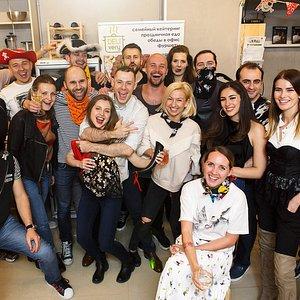 Пиратские вечеринки! В конце мастер-класса - обязательно общее фото всей банды.