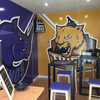 La Ratonera te recibirá en su 'cafetería' que da acceso a los 'vestuarios' de Rhinos y Tigers.