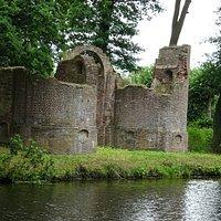 Ruine Kasteel Toutenburg in het openbare park Oldruitenborgh