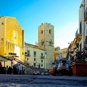 Torre di San Nicolò di Bari all'Albergheria, a pochi passi dallo storico mercato di Ballarò