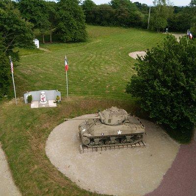 M4A1 76mm + Monument vanuit de lucht