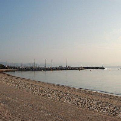 allez y a vélo pour acceder aux plages il y a des pistes cyclable