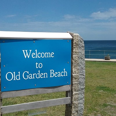 Here is the sign to enter the park, the beach is off to the right as you are facing the ocean.