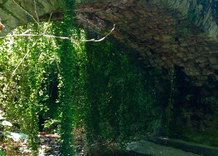 No se pierdan el puente Romano a la entrada del barrio La Edilla