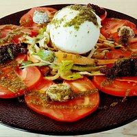 Salade tomates cœur de bœuf et sa Burratina
