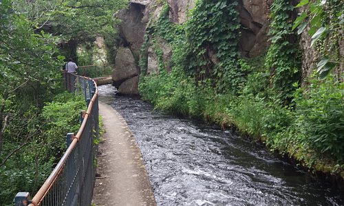 le long du canal ....surveillez les enfants