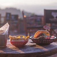 Burgers & coctails