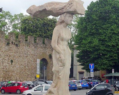 ピストレットの「Dietrofronto(まわれ右)」という彫像