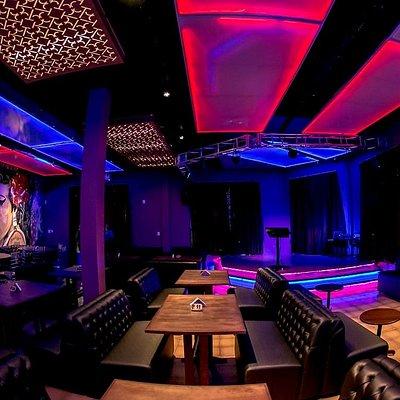 Lolla Karaoke bar