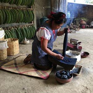 Juana grinding indigo