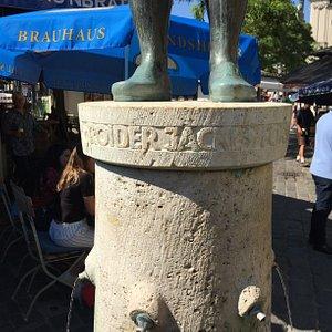 Roider Jackl Brunnen in Munich - engraved pedestal