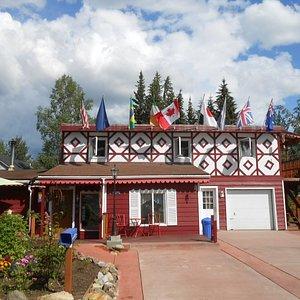 Very attractive, Billie's Backpackers Hostel, 2895 Mack Blvd at Westwood Way, Fairbanks, Alaska