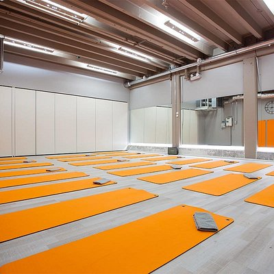 Spacious rooms for up to 60 practitioners at a time