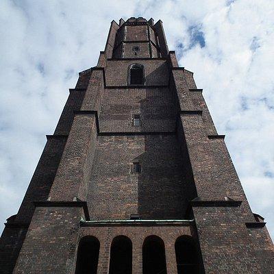 Zdjęcie wieży kościoła p.w. Wszystkich Świętych