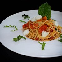 spaghetti pomodorini e mozzarella