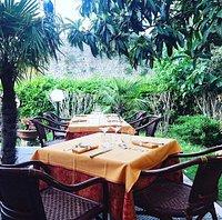 Il nostro giardino con vista delle mura di Monteriggioni