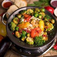 Свежая Астраханская осетрина в собственном соку с жареными овощами.