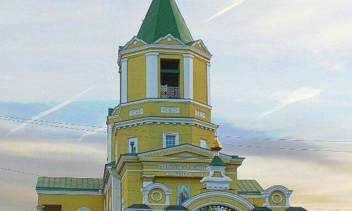 Свято-Николаевский храм - православный храм, самый старинный в Днепре. Построен в 1810 году. Рас