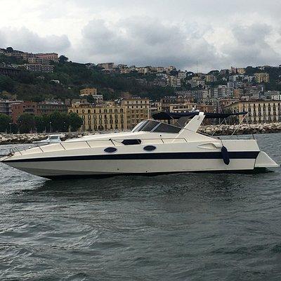 Eugenio Molinari 33 è l'imbarcazione ideale per chi ama le prestazioni, senza rinunciare ai comf