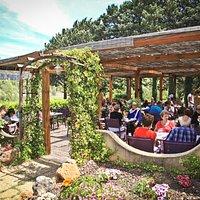 Un déjeuner d'été, en terrasse au Restaurant du Lac