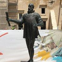 De Valette statue