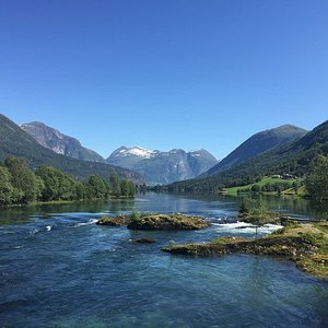 This is at Stryn lake, 6-7 minutes with taxi from Stryn centrum