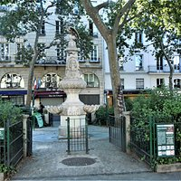 Entrée du square et fontaine