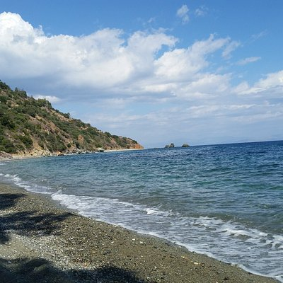 At the far end you can see the secluded beach, fit for nudism