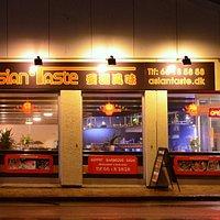 Restauranten om aftenen.