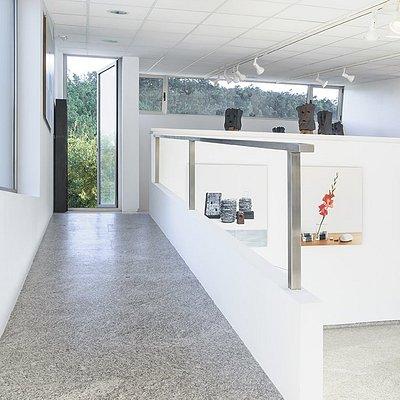 Detalle da sala de exposicións//Detalle de la sala de exposiciones